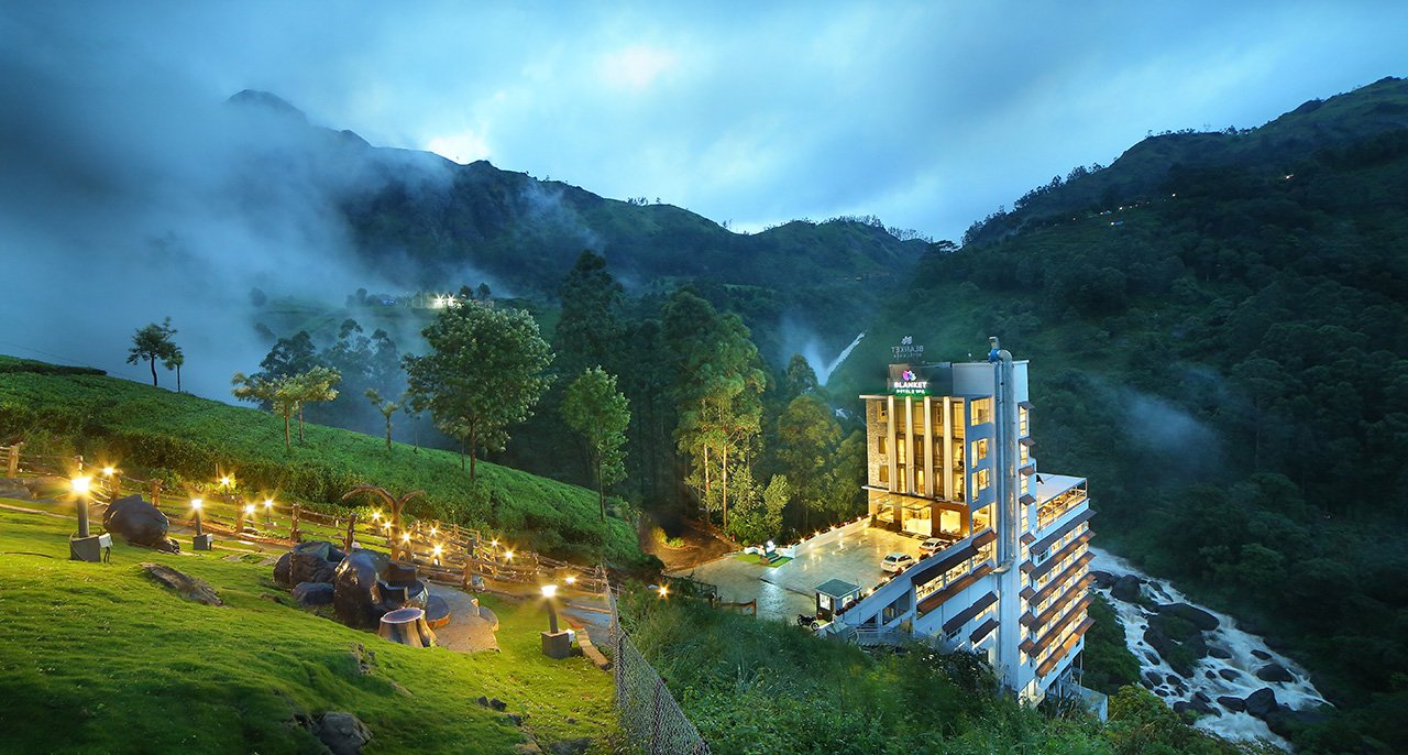 best luxury hotels in munnar